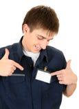 有一枚空白的徽章的少年 免版税库存照片