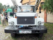 有一架可撤回的梯子的运货车GAZ 库存图片