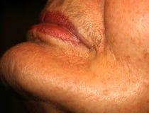 有一根髭的女性嘴唇在上嘴唇 在面孔的头发撤除 去壳 免版税库存照片