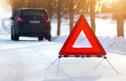 有一次故障的汽车在冬天 免版税库存照片
