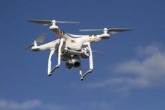 有一次照相机飞行的小无人直升机在 免版税库存照片