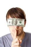 有一百元钞票密封的眼睛的年轻人 图库摄影