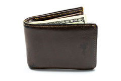 有一百美元的老皮革棕色钱包在白色背景隔绝的钞票 库存图片