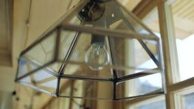 有一盏日光灯的原设计者枝形吊灯 手工制造闪亮指示 影视素材