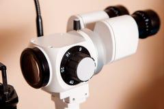 有一盏裂缝灯的设备检查的视觉 免版税库存照片