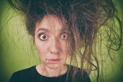 有一种奇怪的发型的女孩 免版税库存照片