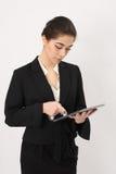 有一种片剂的女商人在手上 免版税图库摄影