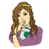 有一纸杯的女孩 免版税库存图片