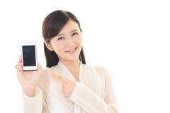 有一聪明的phone 的妇女 免版税库存照片
