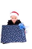 有一件新年礼物的青少年的女孩 免版税图库摄影