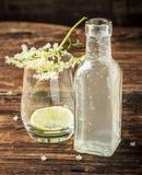 有一份饮料的瓶从长辈 免版税库存照片