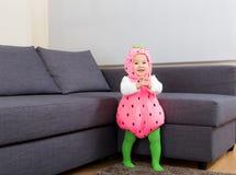 有万圣夜党服装的亚洲婴孩 库存图片