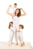 有三个孩子的愉快的妈妈 库存图片