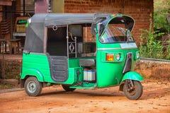 有三个轮子的小汽车 亚洲出租汽车tuk-tuk 库存图片