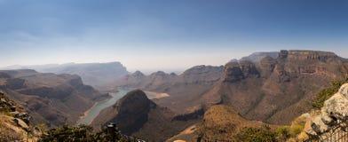 有三的Rondavels,布莱德河峡谷,南非全景 免版税库存照片