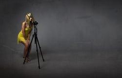 有三脚架的法老王摄影师 免版税库存照片