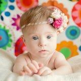 有下来综合症状的快乐的矮小的女婴 免版税图库摄影