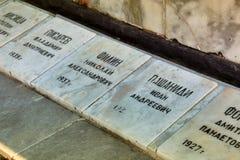 有下落的水手的名字的板材在Gelendzhik 库存图片