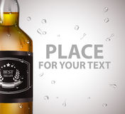 有下落的玻璃白兰地酒瓶,螺帽 免版税图库摄影