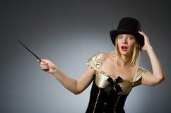 有不可思议的鞭子的妇女魔术师 免版税库存图片