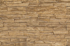 有不规则的石头的橙色石砖墙 免版税库存图片