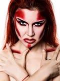 有专业构成的美丽的性感的恶魔女孩 时尚艺术设计 可爱的式样女孩在万圣夜组成 免版税库存照片