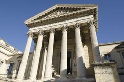 有专栏的老法院大楼 库存照片