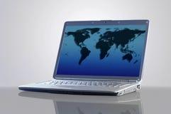 有世界的地图的膝上型计算机 免版税库存图片