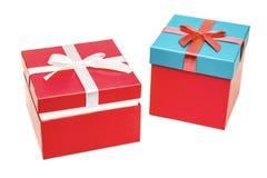 有丝带弓的两个礼物盒 当前的节假日 库存照片