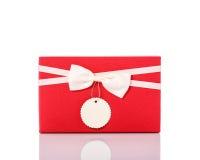 有丝带的新的颜色礼物盒 beeing的概念连接集中查出的射击工作室包围的技术白色 库存照片