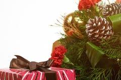 有丝带的红色礼物盒 图库摄影