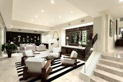 有两个区域的豪华livng室 库存照片