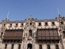 有两个殖民地阳台的Archbishop's宫殿,利马 免版税库存图片