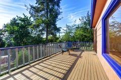 有两把椅子和完善的看法的木地板阳台 免版税库存照片