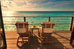 有两把椅子的海边阳台 免版税库存图片