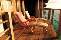 有两把椅子的海边阳台 图库摄影
