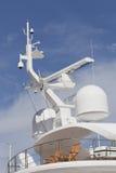 有两把椅子的超级游艇在上甲板 免版税库存照片
