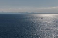 有两条小船的蓝色海 免版税图库摄影