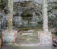 有两根柱子的巴洛克式的洞穴 免版税库存照片