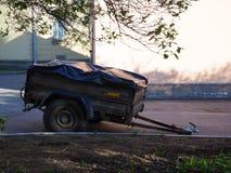 有两轮轴的汽车拖车 免版税库存图片