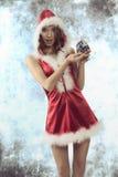 有中看不中用的物品的性感的圣诞节妇女 免版税库存图片
