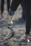 有义肢腿的人 免版税库存图片