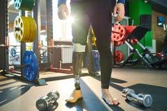 有义肢腿的现代运动员 免版税图库摄影