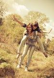 有乐趣的女孩二个年轻人 免版税库存图片