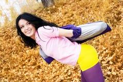 有乐趣的女孩公园相当 免版税图库摄影