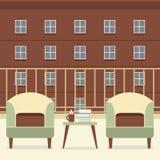 有书和咖啡的沙发在阳台 免版税库存照片