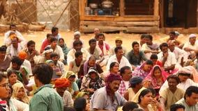 有书的印地安人民在村庄 影视素材