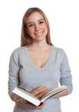 有书的可爱的妇女 免版税库存图片