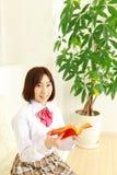 有书的女性高中学生 免版税库存照片