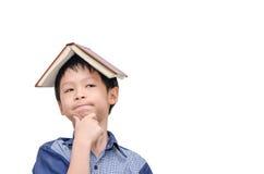 有书的男孩在顶头认为 免版税图库摄影